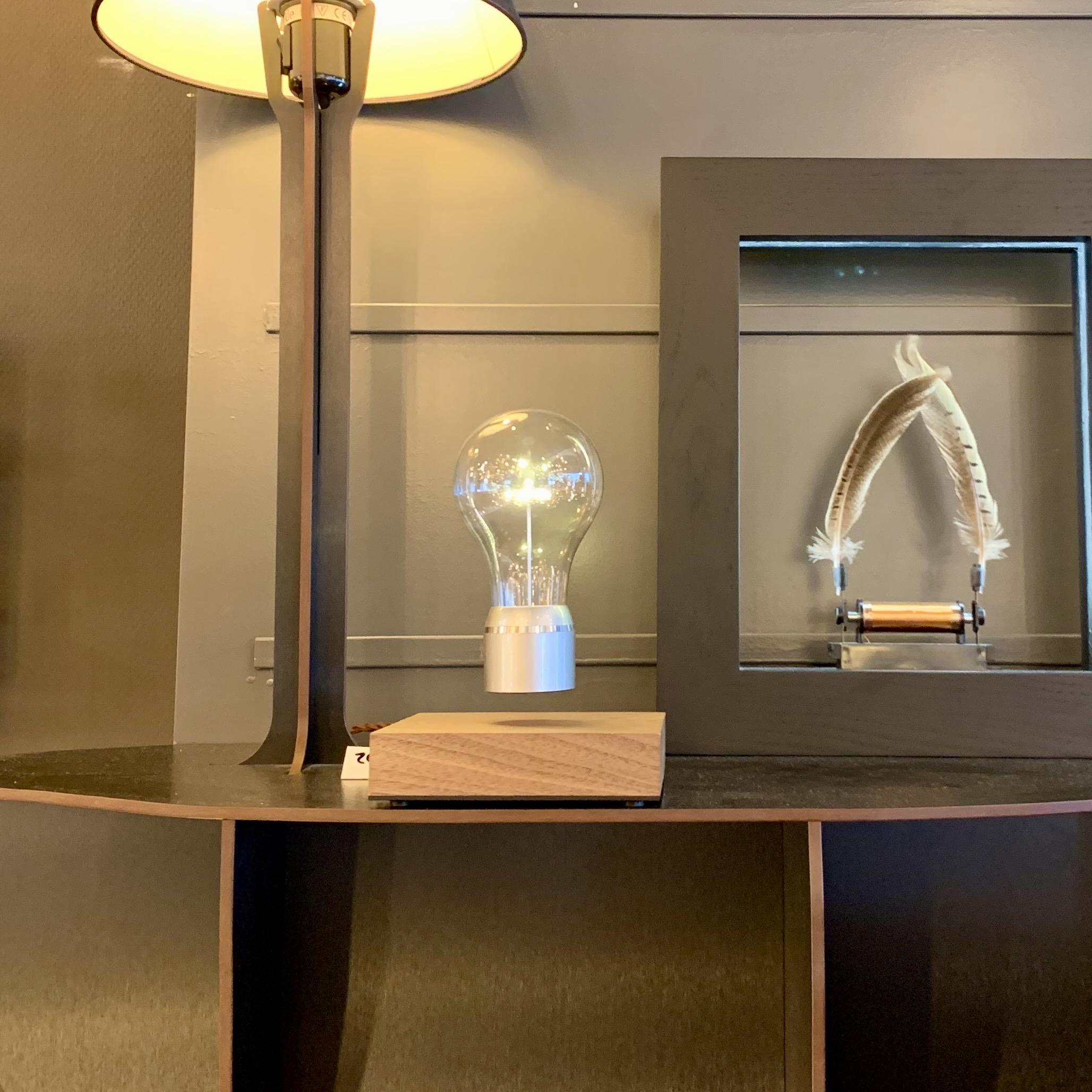 Magnetisch zwevende lamp
